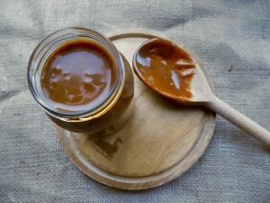 This salted caramel sauce is the perfect accompaniment to all your fall sweet treats! Pair it with apple crumble, cheesecake or on top of cupcakes for the perfect Autumn dessert combo! Best of all, it only uses four ingredients!