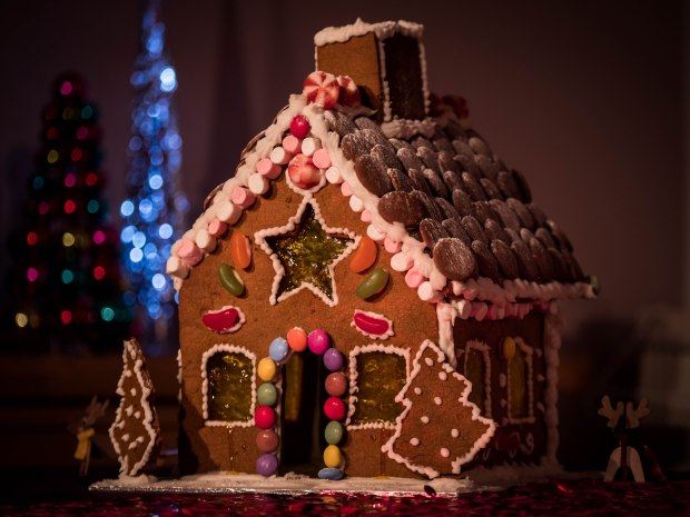 Make your own gingerbread house with this super tasty recipe!
